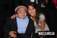 617 http_www2_macleans_ca_2009_05_14_the-glitz-the-glamour-the-mini-burgers_mr_poty_58